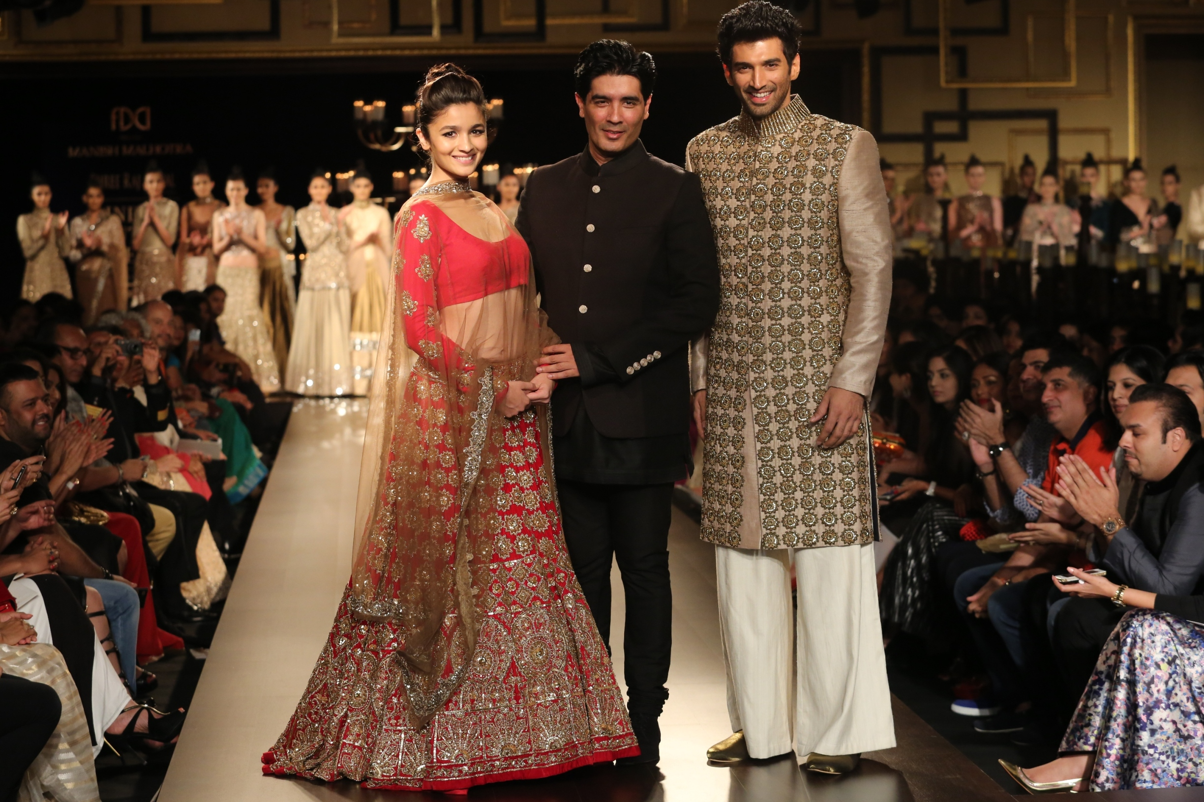 Alia Bhatt, Manish Malhotra and Aditya Roy Kapoor at FDCI India Couture Week 2014