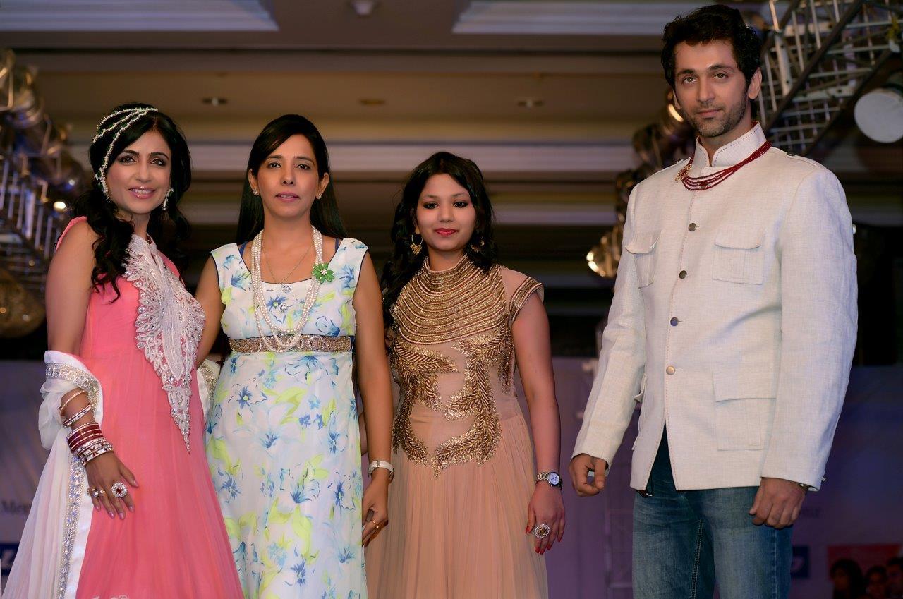 Shibani Kashyap (Singer), Rosy Ahluwalia (Designer), Alka Kumar (Jewelry Designer) and Rajiv Roda(Shibani' Husband)