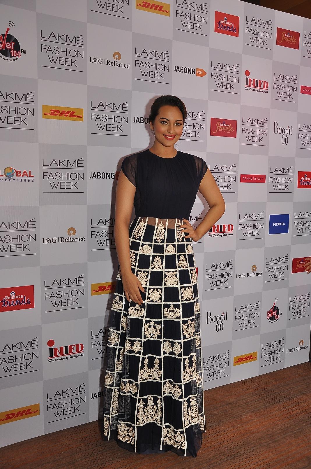 Sonakshi Sinha wearing Manish Malhotra
