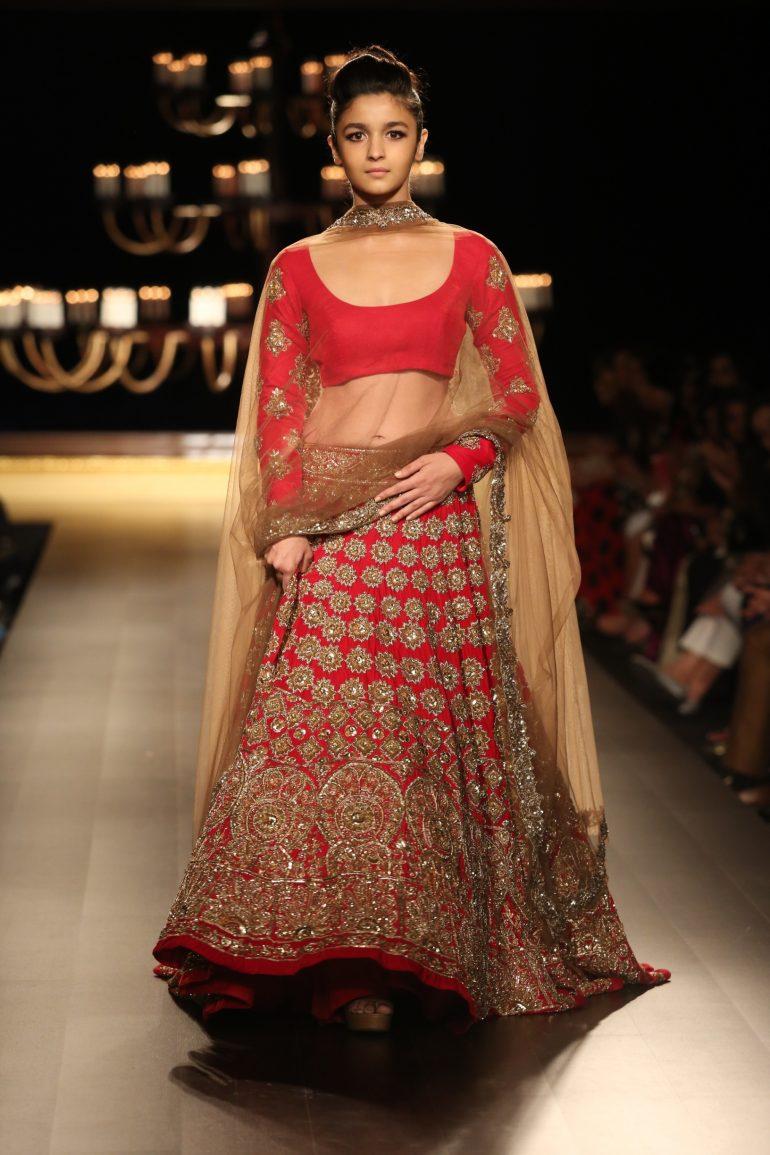 4d015fe190 Manish Malhotra - India Couture Week 2014 'Portraits' - The Fashion ...