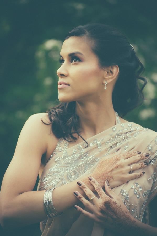 Model: Soraya, Photograpy: Patrick den Drijver, Dress/Saree by Inanna, Henna: Halima's Henna, MUAH: Almira's Beautique.