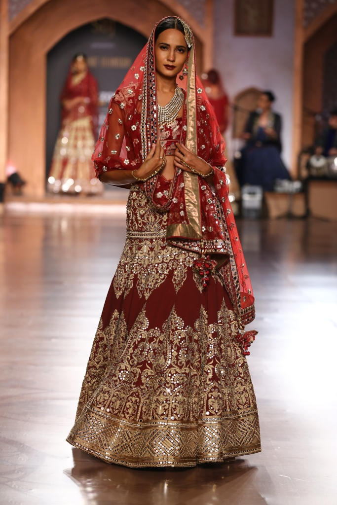 Reynu Taandon - FDCI Amazon India Couture Week 2015