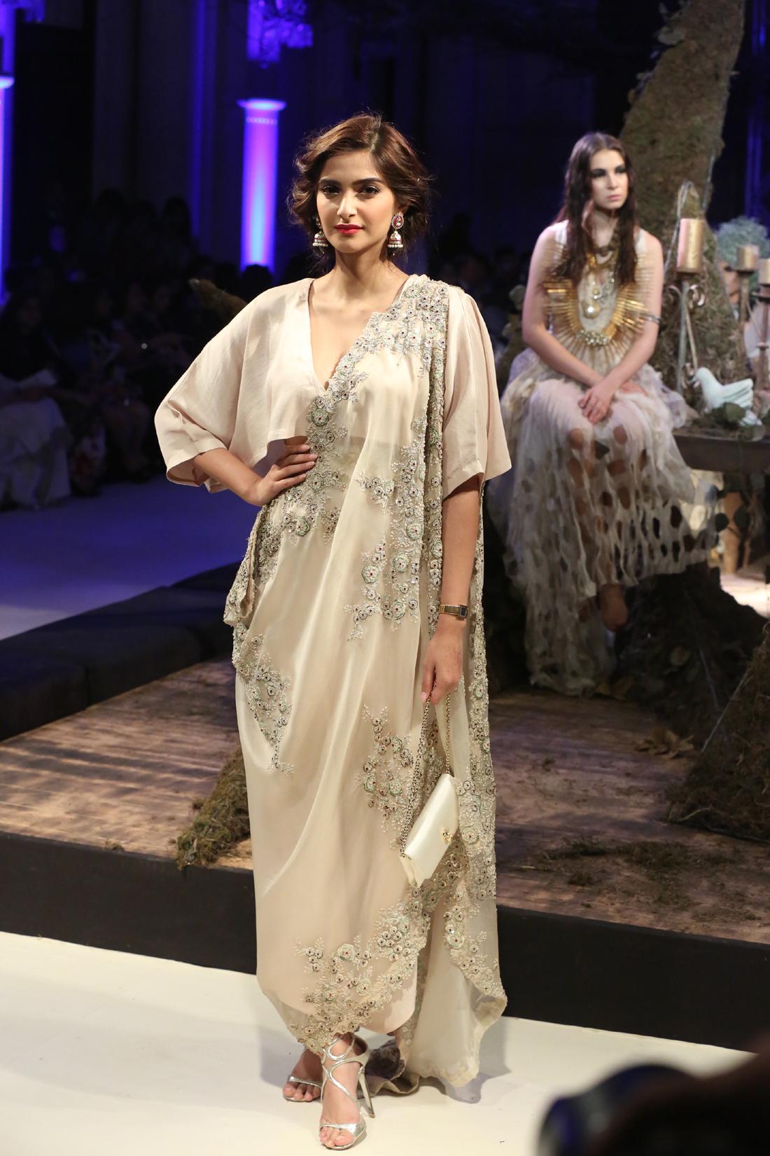 Sonam Kapoor for Anamika Khanna - FDCI India Couture Week 2016