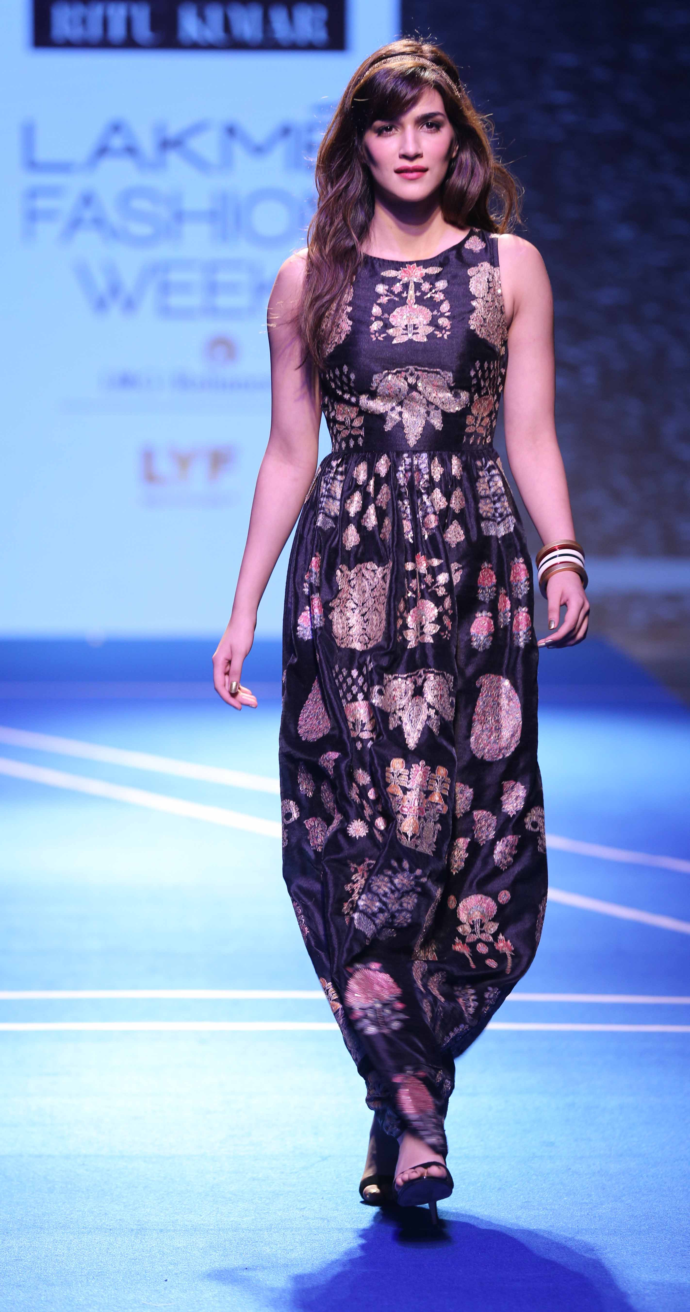 Kriti Sanon for Ritu Kumar - Lakmé Fashion Week Winter-Festive 2016