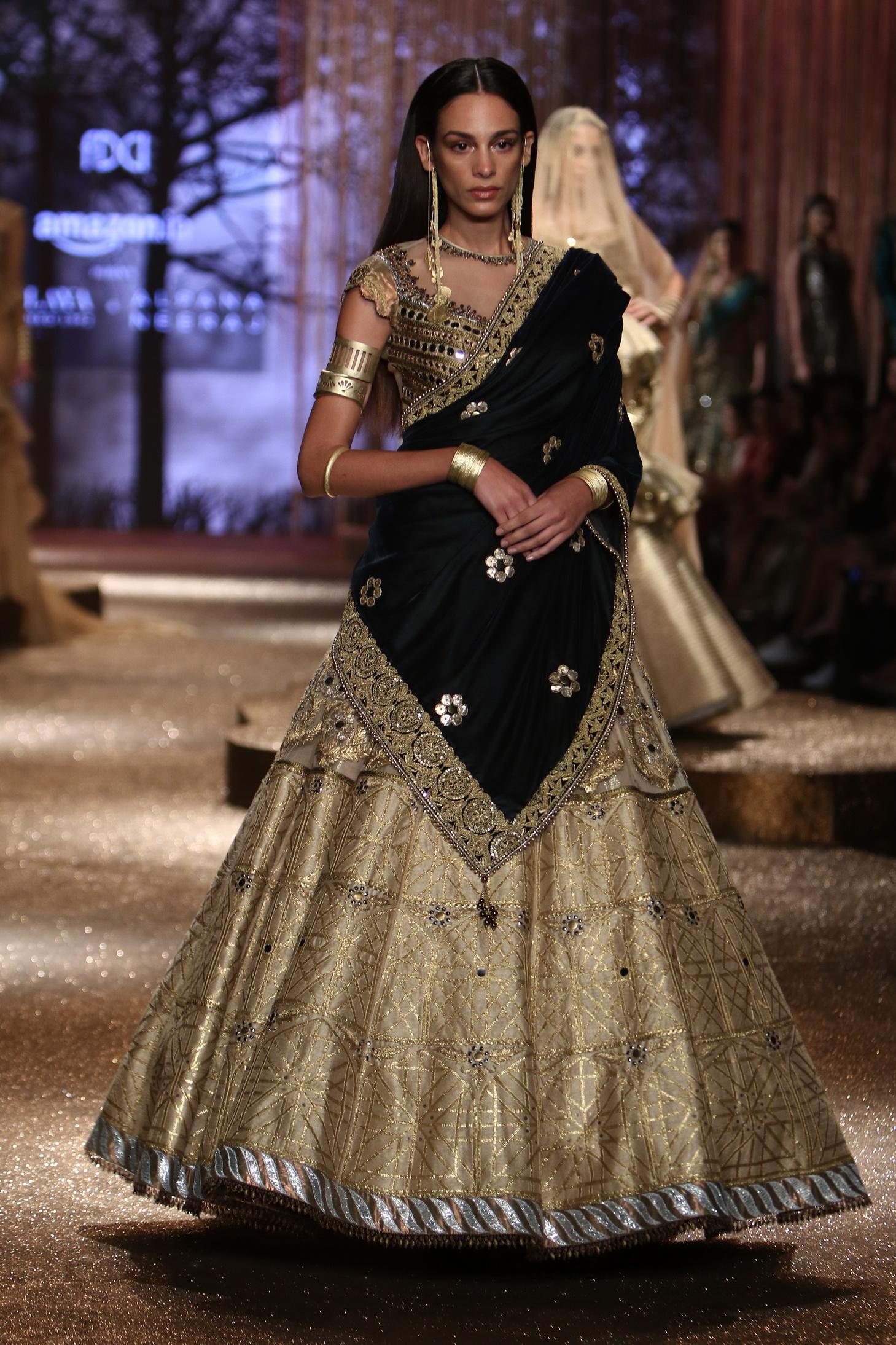 JJ Valaya - Alpanan Neeraj (Guru Shishya) Grand Finale - Amazon India Fashion Week SS17