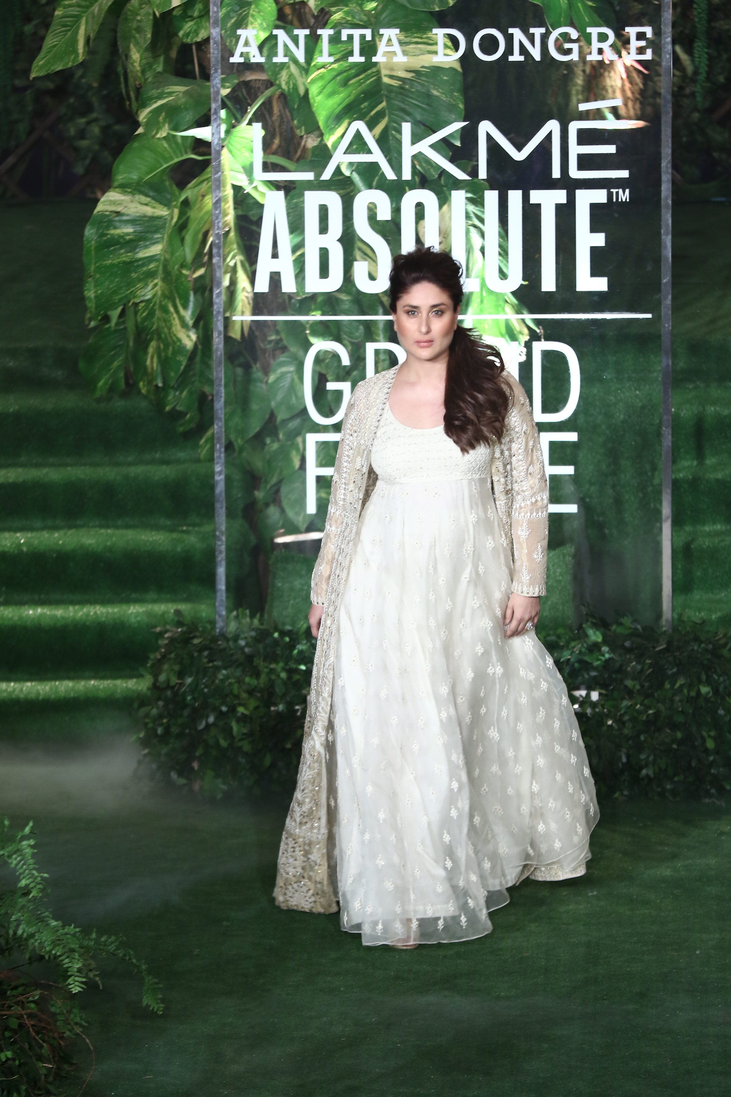 Kareena Kappoor Khan - The Grand Finale of Lakmé Fashion Week SR17 - Anita Dongre 'Alchemy'