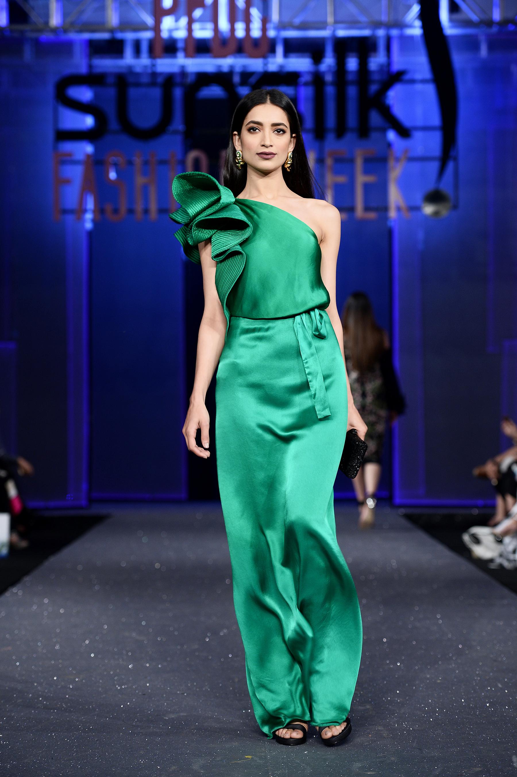 Sana Safinaz - PFDC Sunsilk Fashion Week 2017, Photography: Faisal Farooqui and his team at Dragonfly