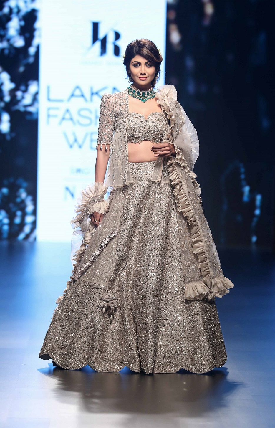 Showstopper Shilpa Shetty for Jayanti Reddy's collection Life in Monochrome at Lakme Fashion Week Summer Resort 2018