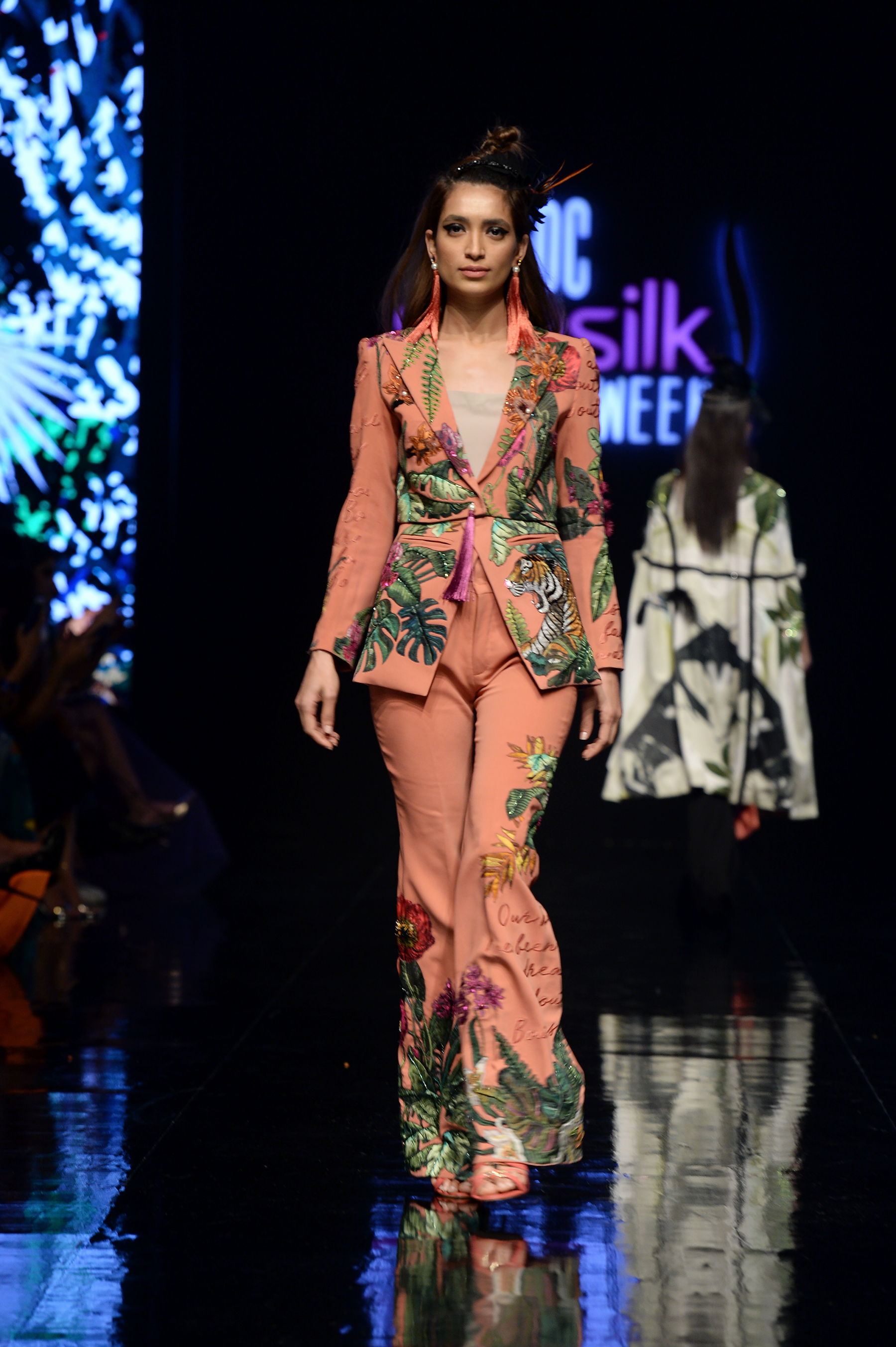 Arjumand Bano - PFDC Sunsilk Fashion Week 2018 - Photography by Faisal Farooqui and his team at DragonFly
