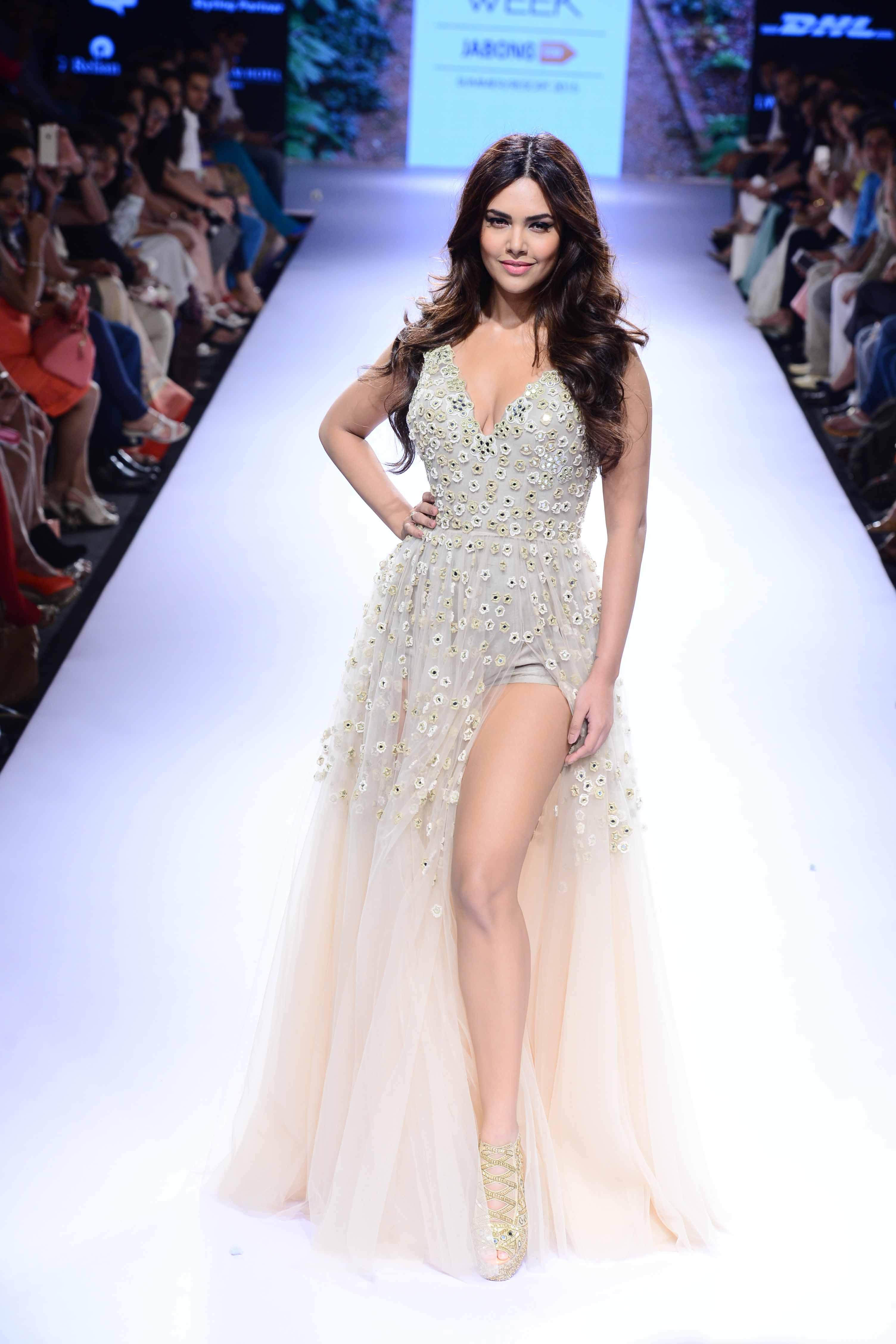 Esha Gupta - Arpita Mehta LFW SR 2015