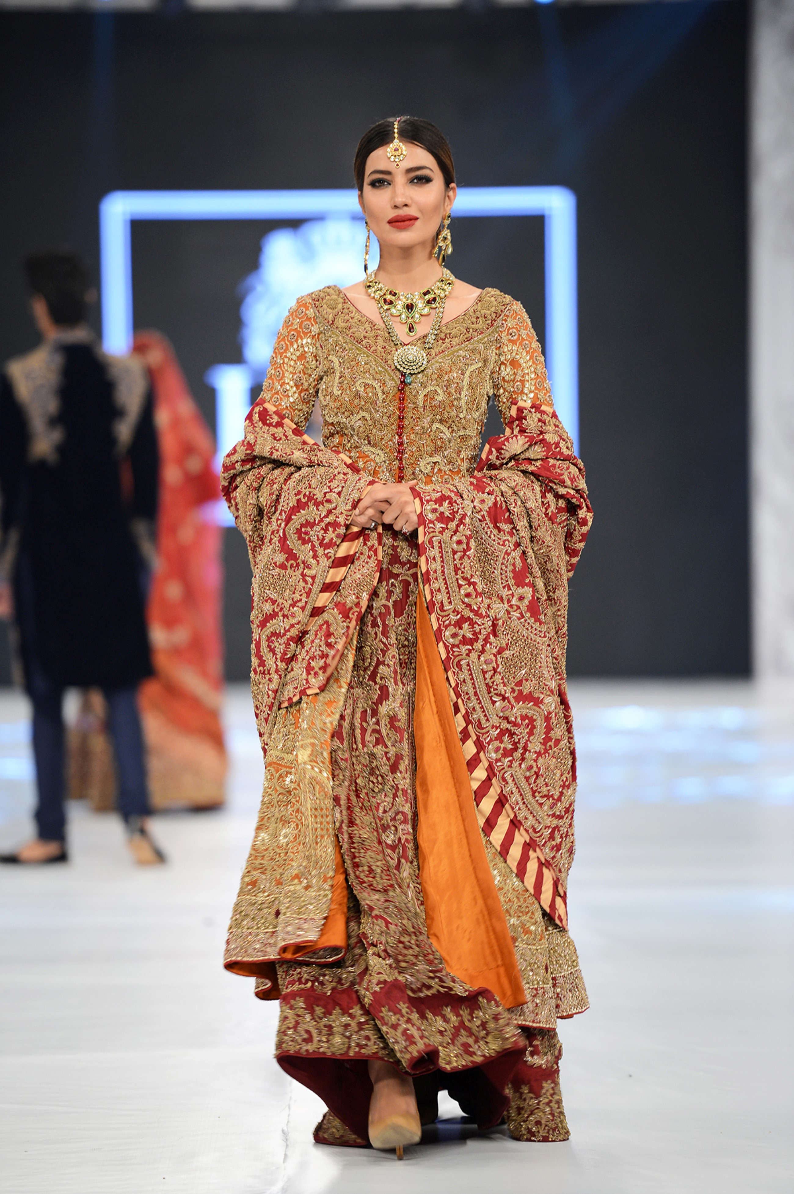 Hsy Pfdc L Oreal Paris Bridal Week Photography By Faisal Farooqui Dragonfly The Fashion Orientalist
