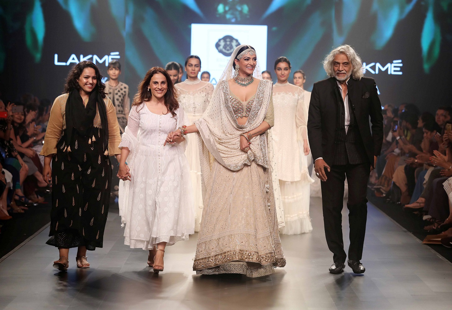 L-R- Sama Ali, Meera Ali, showstopper Sushmita Sen and Muzaffar Ali for Samanzar - A Garden of Flowers at Lakme Fashion Week Summer Resort